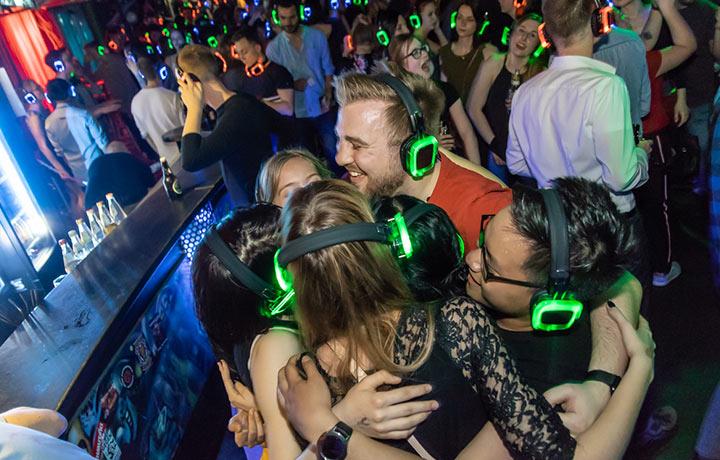 Gemeinsam feiern auf der Silent Disco – Lieblingsmusik für alle.